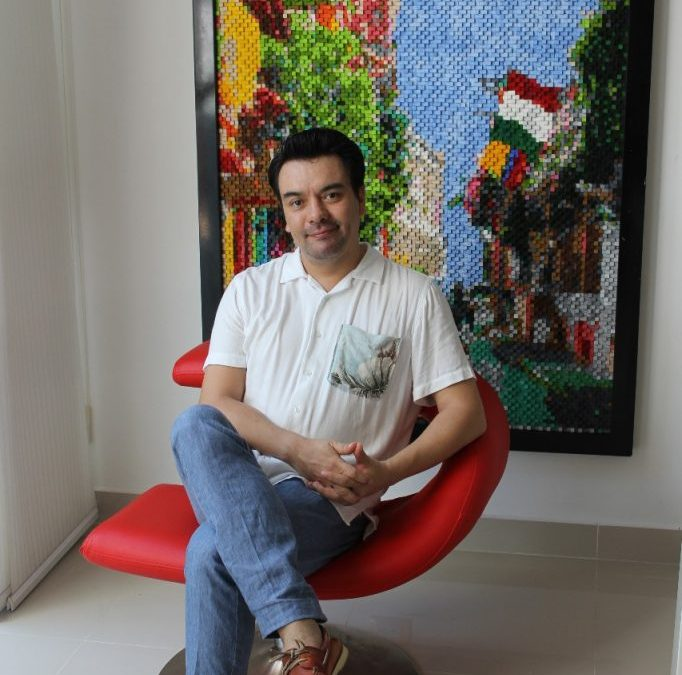 ANDRÉS LINARES-GUERRERO, gestor cultural, marchante de arte y experto en desarrollo empresarial creativo.